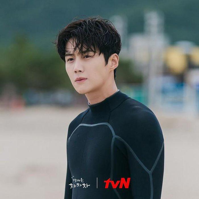 Chưa hết sốt với Hometown Cha Cha Cha, chàng má lúm Kim Seon Ho 'chốt đơn'  làm võ sĩ quyền Anh trong phim điện ảnh đầu tay - Vietdrama