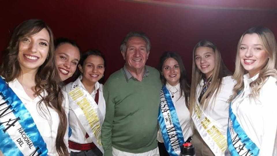 LAS SOBERANAS DE LA FIESTA DEL MANÍ Y DE LOS ESTUDIANTES, VISITARON NUESTRO ESTUDIO RODANTE-