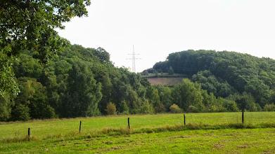 Photo: Verlauf der Hochspannungsleitung über die Philippshöhe; vom Südrand des ,RuheForstes' aus gesehen (am Krebsberg).