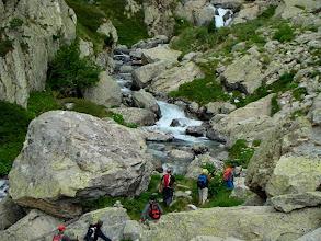 Photo: Aguas y piedras se entrecruzan.