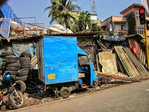 Photo: Voila pourquoi personne ne se déplace sur les trottoirs a Bombay.