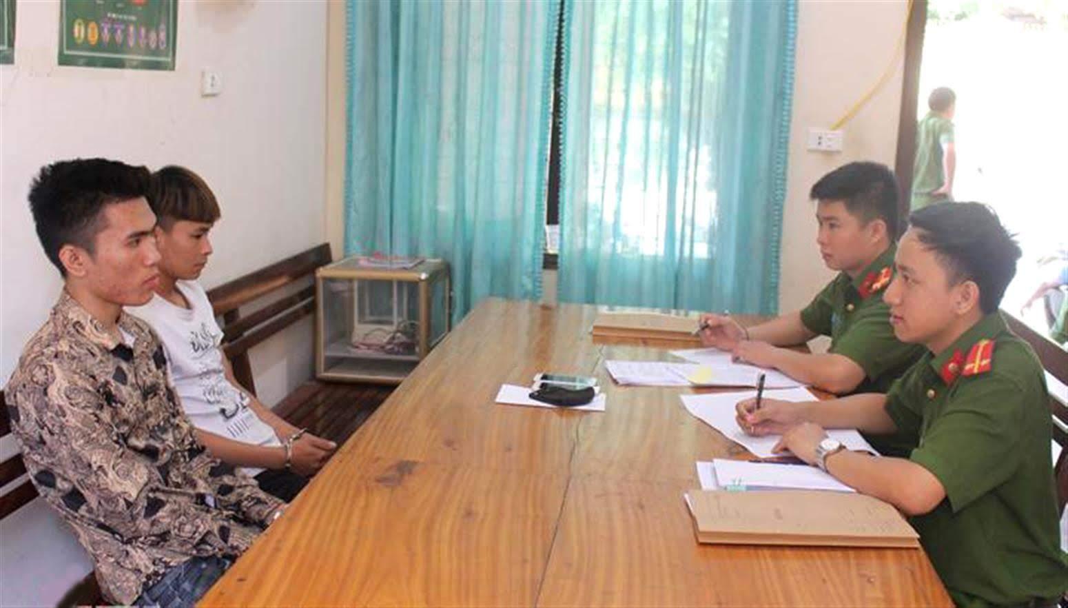 2 đối tượng tại Cơ quan CSĐT                           Công an huyện Quỳ Châu