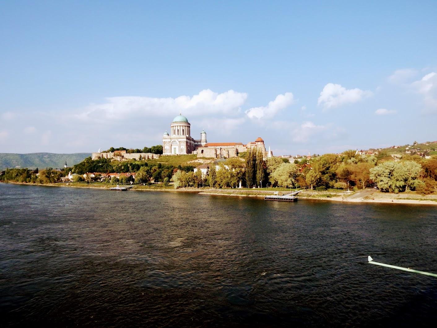 Esztergom - Nagyboldogasszony és Szent Adalbert főszékesegyház (a bazilika kívülről, távolból)