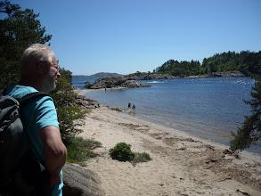 Photo: Ein Strand von Vielen in diesem Gebiet. Papa geniesst die Aussicht.