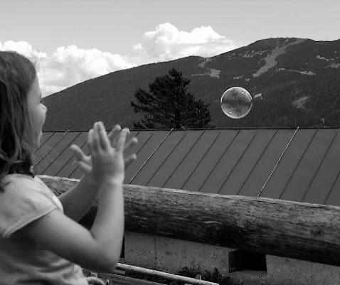 Una bolla in mezzo al mondo di simona_zancanaro