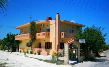 Koulouris Studios & Apartments