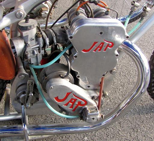 JAP double arbre 4 soupapes présenté par Machines et Moteurs.