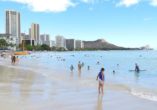 waikiki-beach-looking-toward-diamond-head.jpg - Waikiki Beach looking toward Diamond Head: getting back to normal after more than a year of shutdown.