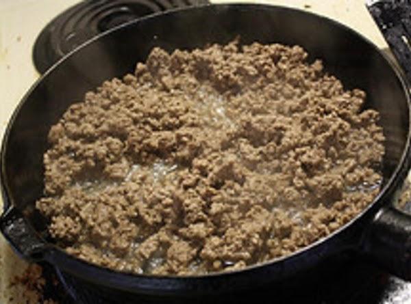 Heat a medium skillet to high heat. Add 1 tablespoon of oil. Add ground...