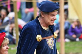 Photo: Här kommer hans majestät in med sin drottning