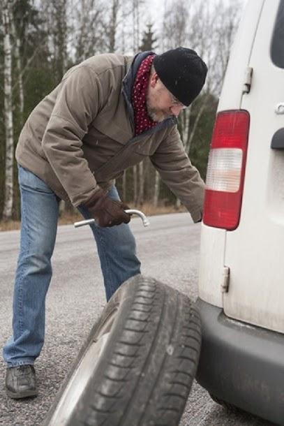 Flat tire change Mt. Vernon.