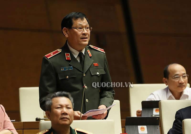 Thiếu tướng Nguyễn Hữu Cầu, Giám đốc Công an tỉnh phát biểu tại Kỳ họp Quốc hội