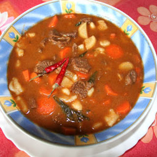 Authentic Hungarian Goulash (gulyás)