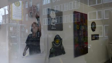 Photo: L.E.T. et al; Pretty Portal; Schaufenster