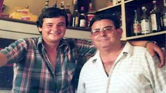 José Ramón Sogorb, en el bar, cuando estaba en activo, junto a uno de sus hijos.