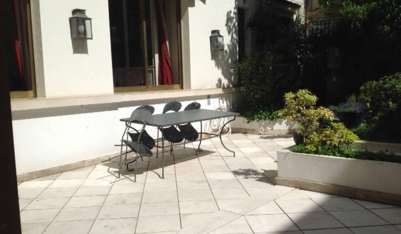 Bien atypique avec terrasse Paris 16ème