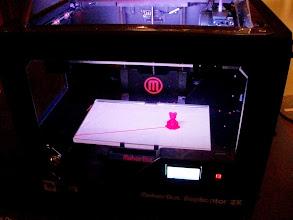 Photo: Cette imprimante permet de fabriquer un petit jouet au choix