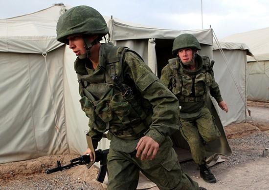 Vojáci na cvičení.jpg