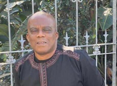 据称在星期二在Bhisho附近的一条路街区被捕,野兔大学(UFH)讲师和逃亡教授Edwin Ijeoma。