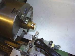 Photo: Tournage des supports d'axes. Ils se logeront dans le chassis.