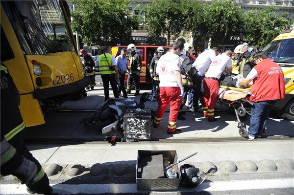 Két motorost is elgázoltak Budapesten