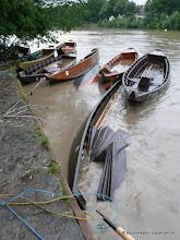 Photo: Der Fluß gibt es ... der Fluß nimmt es! Hochwasseralarm und die ersten Kahnopfer ... Mensch bleiben immer verschohnt!