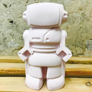 robot en béton de couleur rose pastel pour chambre d'enfant