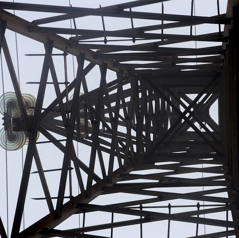... Traliccio di rete elettrica di giovannigabassi