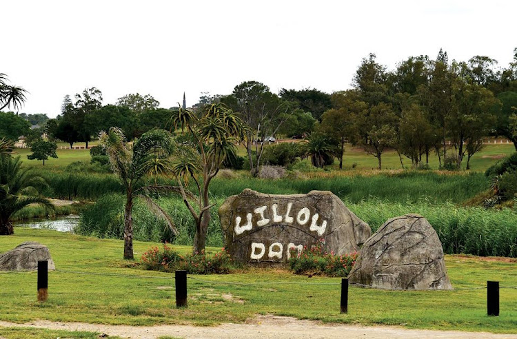 There is a monthly market at Willow Dam in Uitenhage