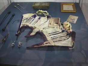 Photo: Narzędzia tortur dla kobiet - gorset i przedmioty do ściskania