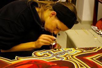 """Photo: Doreen Wolff beim Tupfen an ihrem Gemälde """"Tiefes Vertrauen"""", 2010"""