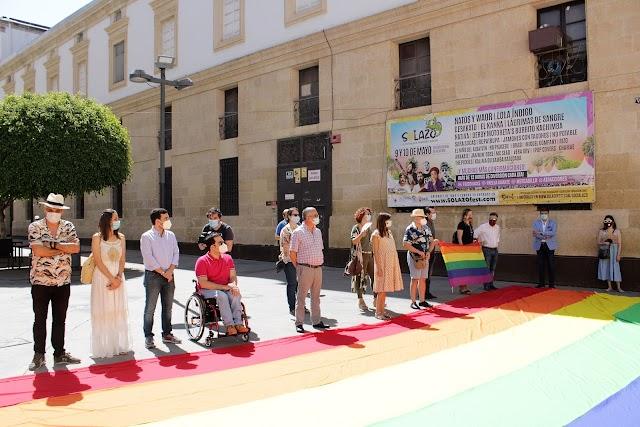 Amplia representación institucional del Ayuntamiento, Diputación y el IAJ.