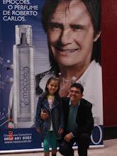Photo: Eu e minha filhinha em frente a um dos lindos cartazes que estavam espalhados por lá.