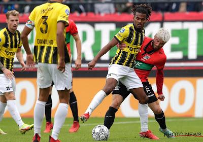 🎥 Vitesse-fans komen met schrik vrij nadat tribune het begeeft