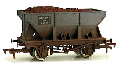 Photo: 4F-033-012  24T Ore Hopper