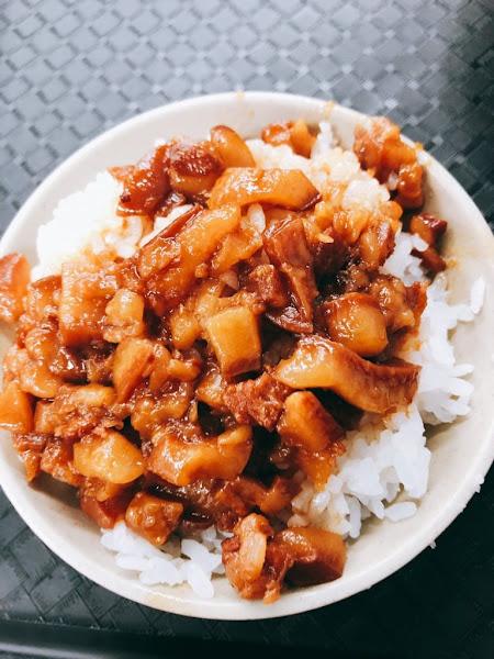 台北|三重【今大魯肉飯】 排好排滿!