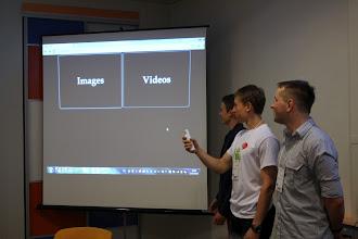 Photo: Команда DartVaider продемонстрували, як можна управляти галереєю та відео з допомогою контролера Wii