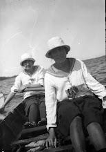 Photo: 1909-1915 Odense Roklubs damer på langtur sandsynligvis i Kattegat.