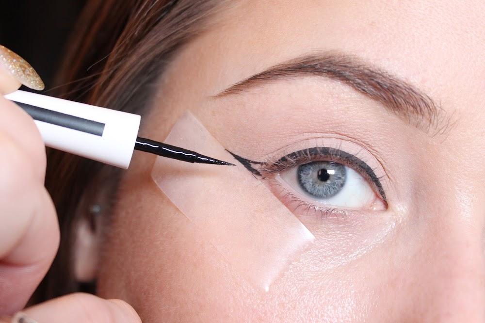 2-minute-beauty-hacks_winged_eyeliner