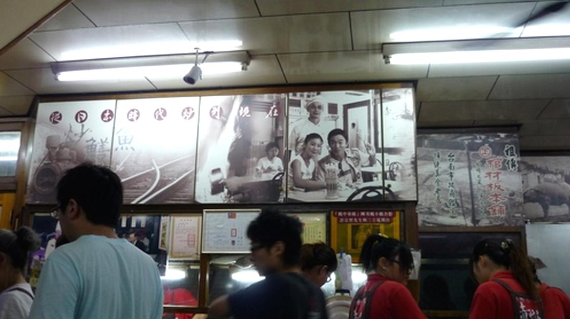 台南美食推薦-傳統的雙口感美味【赤崁棺材板】