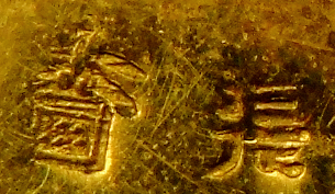Photo: Komai Otojiro shop mark punched on gilded brass 6 dot signature The character often found with this mark appears to be  張  CHO or HARI.
