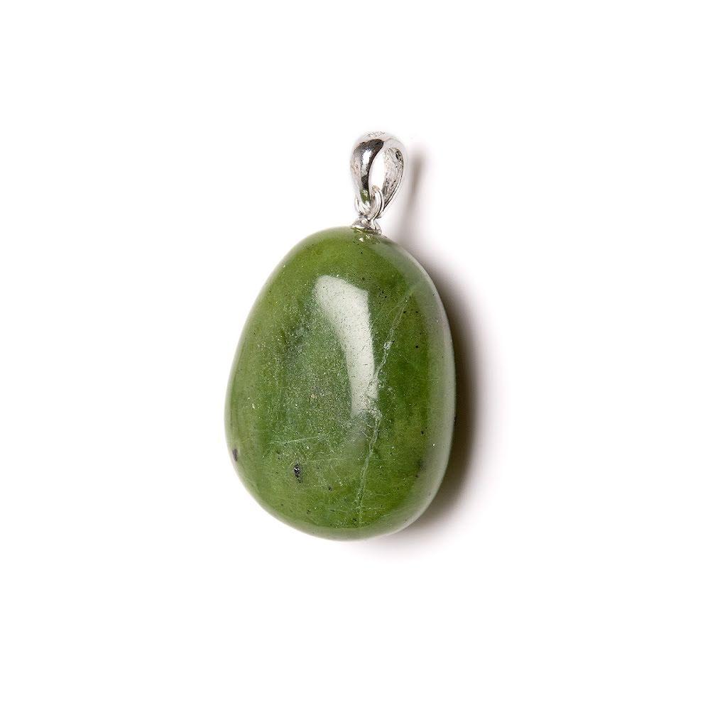Jade, trumlat hänge med silverfäste