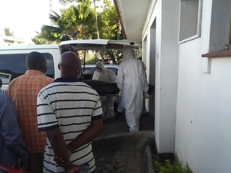 The body of former Kaloleni MP Gunga Mwinga being transferred from the Mombasa Hospital mortuary on Monday.