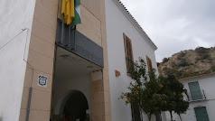 Fachada del edificio que alberga las dependencias del Ayuntamiento zurgenero.