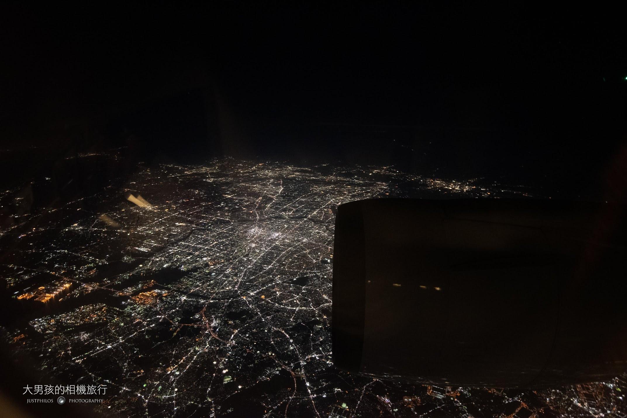 晚上回程若選在靠窗的座位,可以拍攝璀璨的日本城市夜景。
