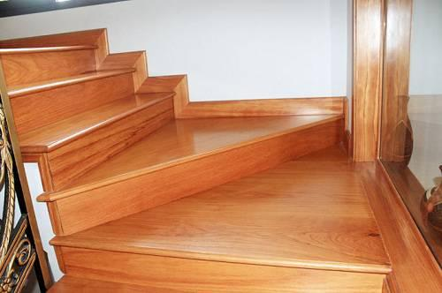 Kết quả hình ảnh cho sàn gỗ công nghiệp ốp cầu thang
