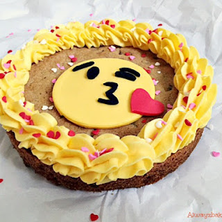 Valentine Emoji Cookie Cakes
