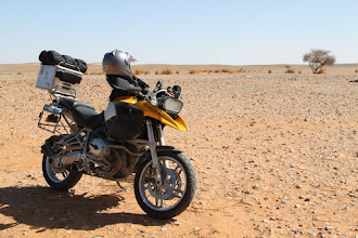 Photo: Algerian desert lunch stop