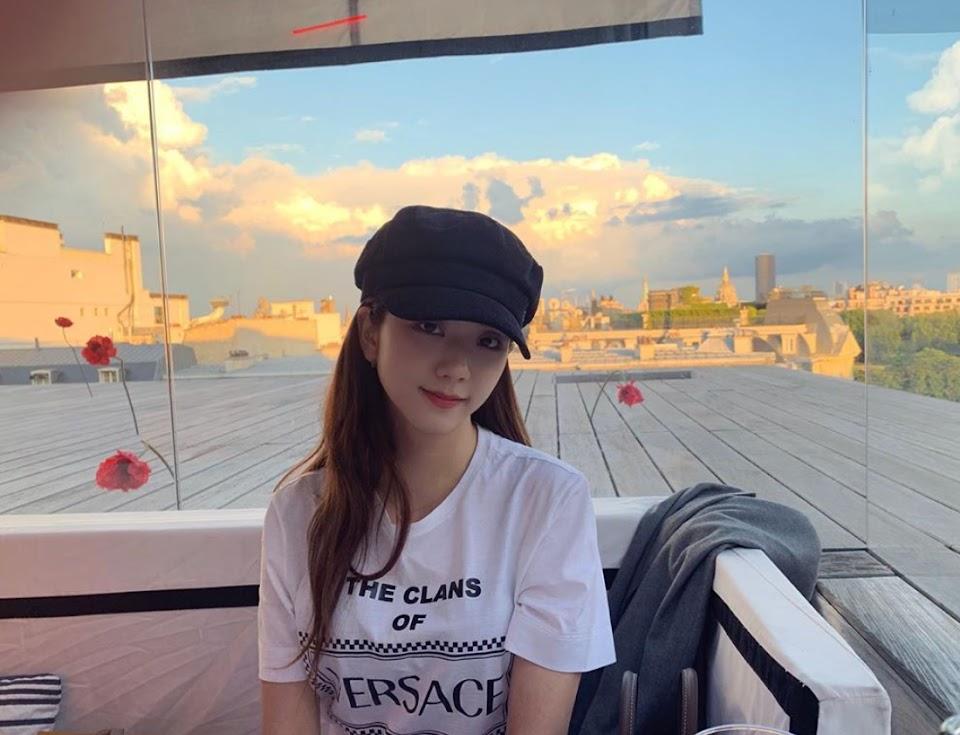 jisoo black cap