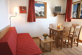 Photo: Coin salon et coin salle à manger d'un appartement 2 pièces pour 4 personnes